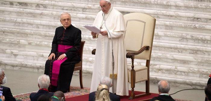 El Papa pide un salario universal y reducción jornada laboral